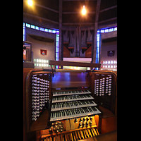 Liverpool, Metropolitan Cathedral of Christ the King, Spieltisch und Orgel