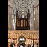 York, Minster (Cathedral Church of St Peter), Kings Screen (Lettner) mit Orgel (Langhausseite)