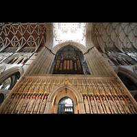 York, Minster (Cathedral Church of St Peter), King's Screen (Lettner) mit Orgel